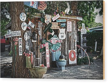 Shed Toilet Bowls And Plaques In Seligman Wood Print