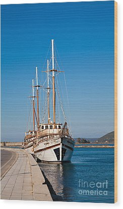 Ships At Lefkada Wood Print by Gabriela Insuratelu