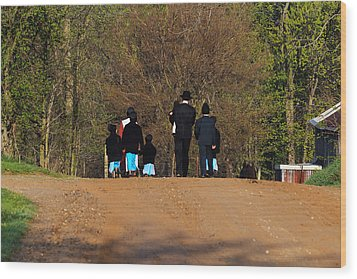 Shipshewanna Amish Family On Their Way To Church Wood Print by Jay Dreifus