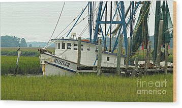 Shrimp Boat And Pelican - Lowlands Of South Carolina Wood Print