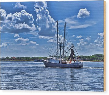 Shrimp Boat Heading To Sea Wood Print