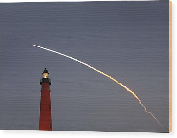 Wood Print featuring the photograph Shuttle Discovery Liftoff Over Ponce Inlet Lighthouse by Paul Rebmann