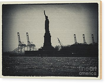 Silhouette Of Miss Liberty Wood Print by Sabine Jacobs