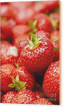 Simply Strawberries Wood Print by Anne Gilbert