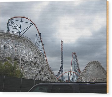 Six Flags Magic Mountain - 121211 Wood Print by DC Photographer