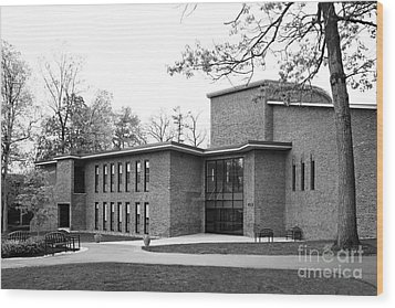 Skidmore College Filene Hall Wood Print by University Icons