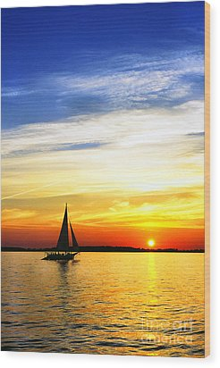 Skipjack Under Full Sail At Sunset Wood Print