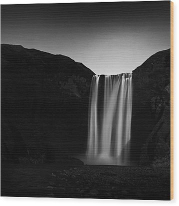 Wood Print featuring the photograph Skogafoss by Frodi Brinks