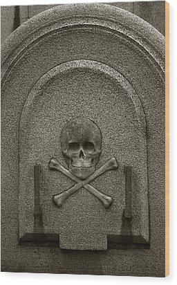 Skull And Crossbones Wood Print by Amarildo Correa