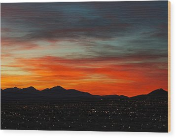Sky On Fire -- Butte Mt Wood Print by Kevin Bone