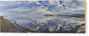 Slow Ripples Over The Shallow Waters Of The Great Salt Lake Wood Print
