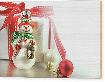 Small Christmas Ornament With Gift Wood Print by Sandra Cunningham