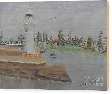 Small Lighthouse At Wollongong Harbour Wood Print by Pamela  Meredith