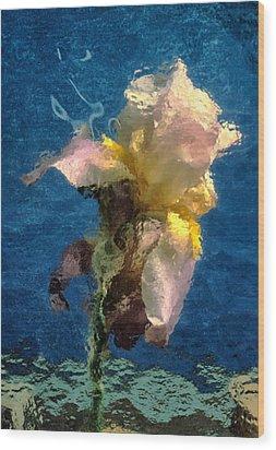 Smoking Iris Wood Print by Gary Slawsky
