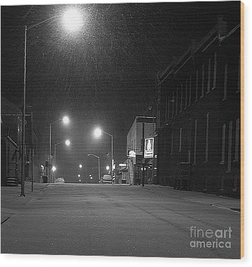 Snowing On W. Fourth St. Wood Print by Julie Dant