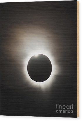 Solar Eclipse With Diamond Ring Effect Wood Print by Philip Hart