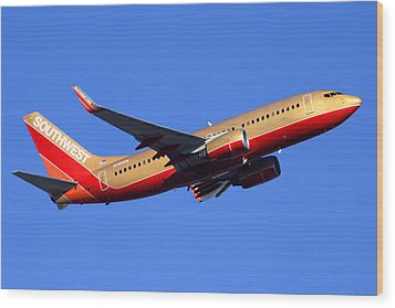 Southwest Boeing 737-7h4 N792sw Phoenix Sky Harbor December 22 2014  Wood Print by Brian Lockett