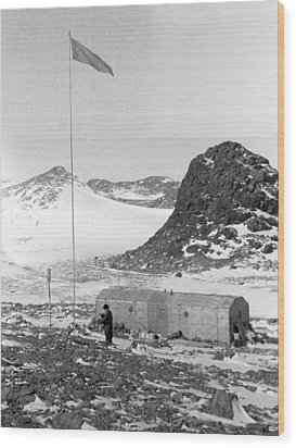 Soviet 'oasis' Antarctic Station, 1958 Wood Print by Science Photo Library