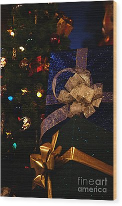 Sparkle Ribbon And Bows Wood Print by Linda Shafer