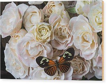 Spray Roses Wood Print by Garry Gay