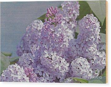 Springtime Lilacs Wood Print