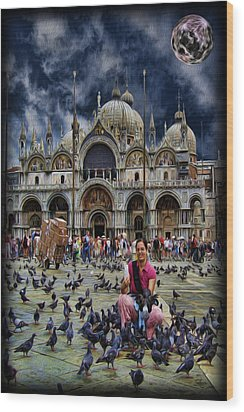 St Mark's Basilica - Feeding The Pigeons Wood Print by Lee Dos Santos