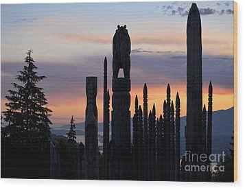 Wood Print featuring the photograph Standing Tall At Sunset by Maria Janicki