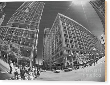 State And Randolph Street At Lunchtime Chicago Il Wood Print by Linda Matlow