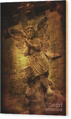 Statue Of Angel Wood Print by Amanda Elwell