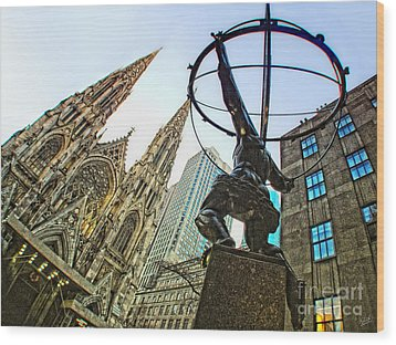 Statue Of Atlas Facing St.patrick's Cathedral Wood Print by Nishanth Gopinathan