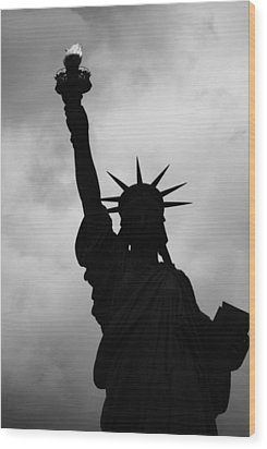 Statue Of Liberty Silhouette Wood Print by Dave Beckerman