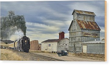 Steam In Castle Rock Wood Print by Ken Smith