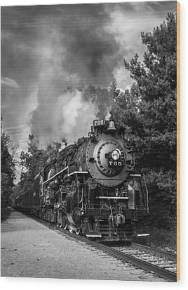 Steam On The Rails Wood Print by Dale Kincaid