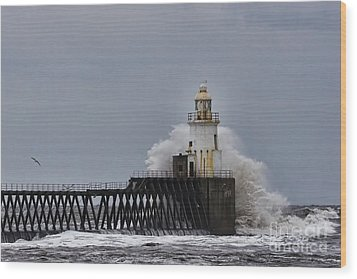 Wood Print featuring the photograph Stormy Sea At Blyth by Les Bell