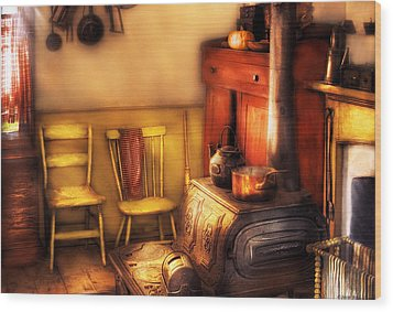 Stove - An Old Farm Kitchen Wood Print by Mike Savad