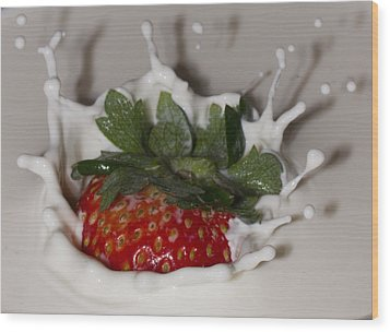 Wood Print featuring the photograph Strawberry And Cream by Cathy Donohoue