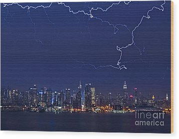 Strikes And Bolts In Nyc Wood Print by Susan Candelario