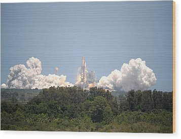 Wood Print featuring the photograph Sts-132, Space Shuttle Atlantis Launch by Science Source