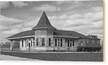 Wood Print featuring the photograph Sturtevant Old Hiawatha Depot In Hdr by Ricky L Jones