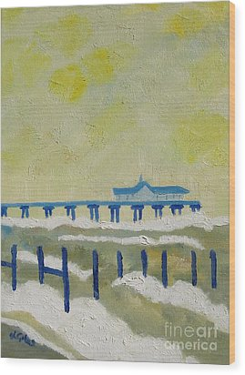 Suffolk Southwold Pier Wood Print by Lesley Giles