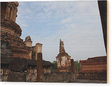 Sukhothai Historical Park - Sukhothai Thailand - 011327 Wood Print by DC Photographer