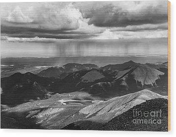 Sun And Rain On Pikes Peak Wood Print