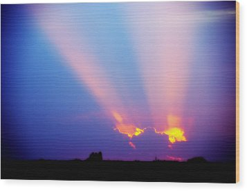 Sun Rays At Sunset Wood Print