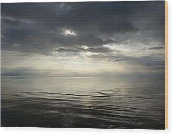 Sun Rays At Sunset Wood Print by Gynt