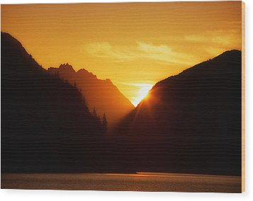 Sun Set Over The Lake Wood Print by Thomas Born