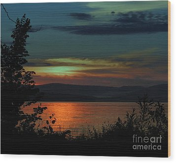 Sun Sets On Winnisquam Wood Print