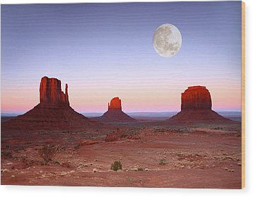 Sundown On The Buttes In Monument Valley Arizona Wood Print by Katrina Brown