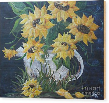Sunflowers In An Antique Country Pot Wood Print by Eloise Schneider