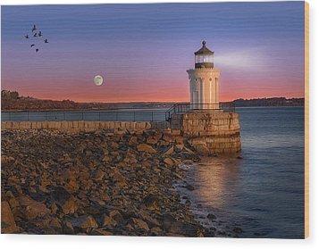 Sunrise At Bug Light Wood Print by Susan Candelario