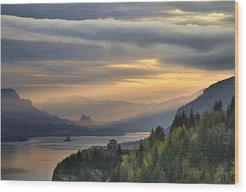 Sunrise At Columbia River Gorge Wood Print by David Gn